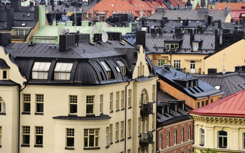 /assets/img/21653113-view-of-stockholm-roofs-attics-windows_.jpg