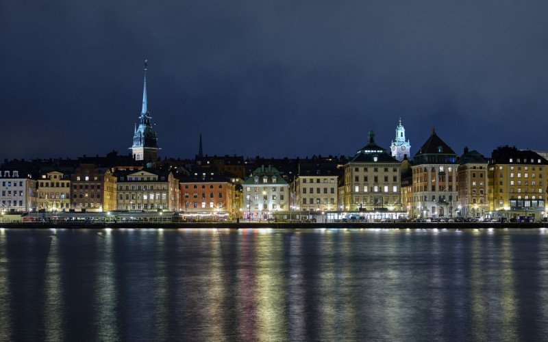 /assets/img/37363403-old-town-in-stockholm-in-the-evening.jpg