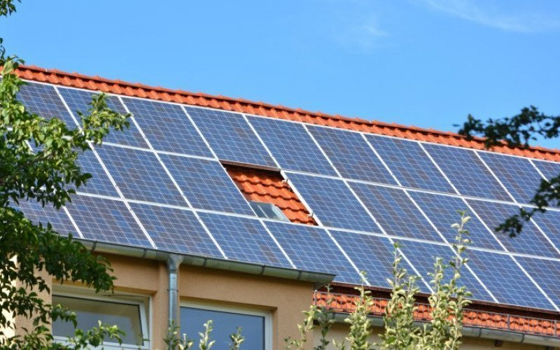 /assets/img/mostphotos/16411384-solar-energy-panels-on-roof-of-house-1600954366.jpg