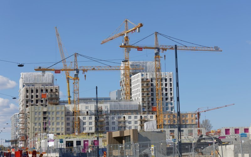 /assets/img/mostphotos/21033926-cranes-building-building-houses-in-the-new-district-new.jpg