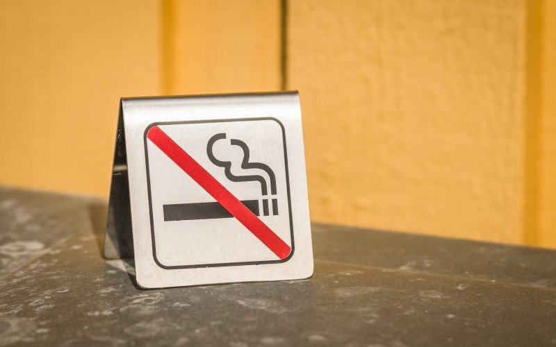 /assets/img/mostphotos/29622637-no-smoking-metal-sign-on-a-table.jpg