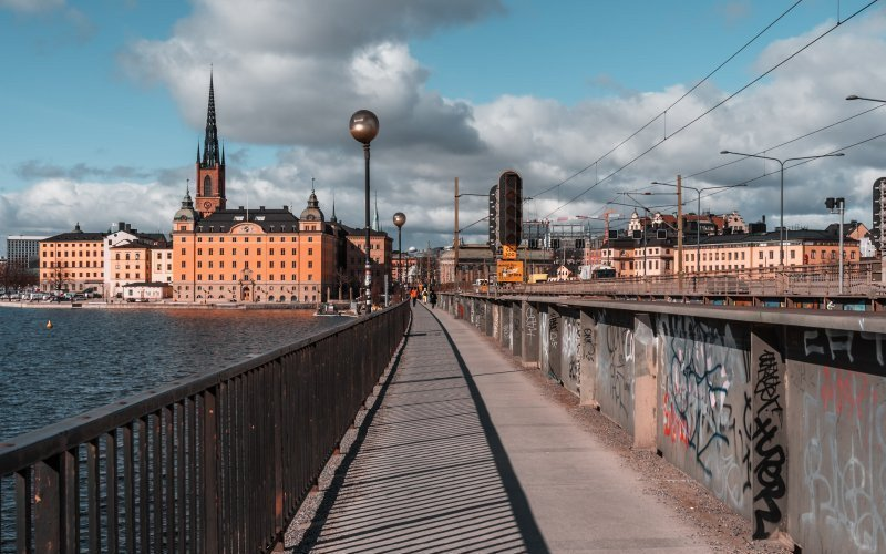 /assets/img/mostphotos/31626487-walking-to-riddarholmen-from-slussen-on-the-small-bridge.jpg