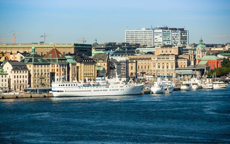 /assets/img/mostphotos/33444118-ships-and-yachts-moored-in-the-water-stockholm-sweden.jpg